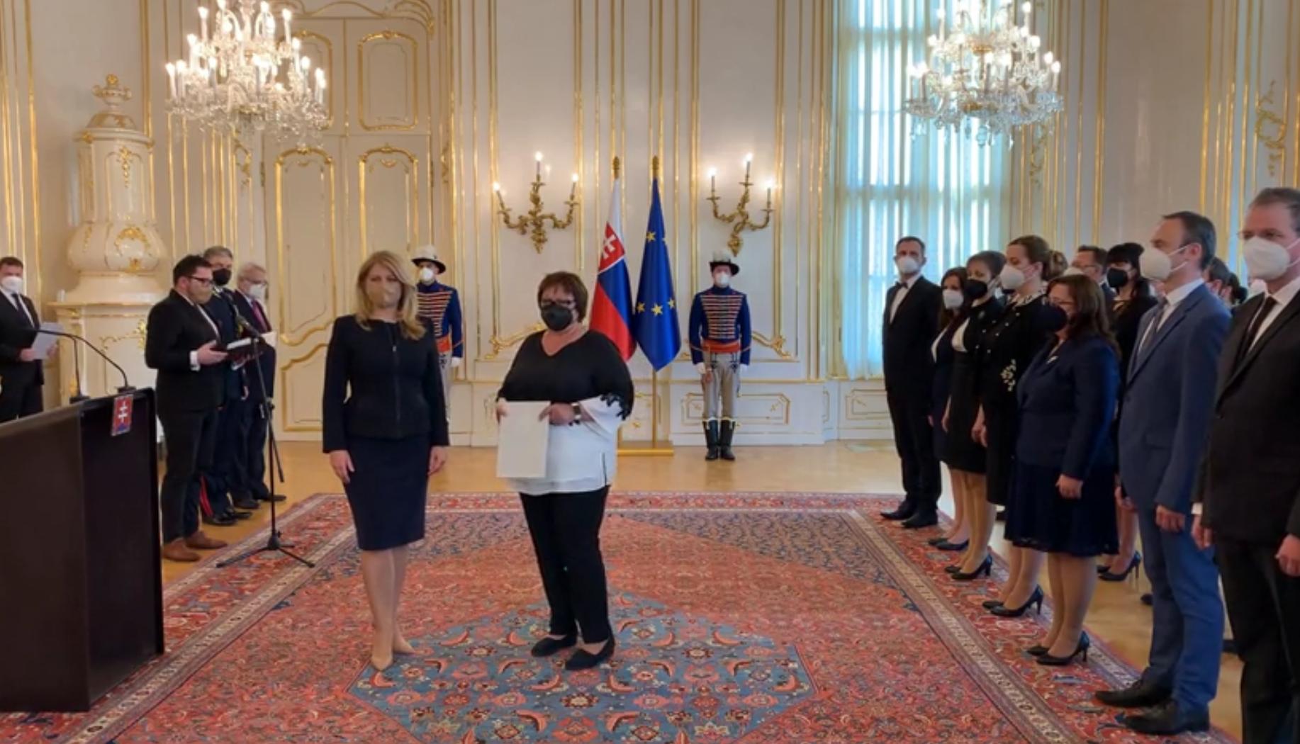 Doc. PhDr. Eva Mydlíková, PhD. slávnostne prevzala profesorský dekrét v Prezidentskom paláci